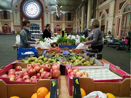 Edible London - Covid Operation - Volunteers preparing the fruit packs for the families